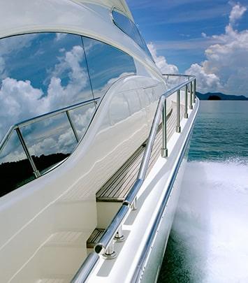 yacht-min